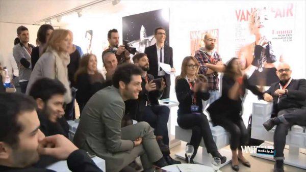 Immagine di giornalisti e fotografi in sala stampa per Vanityfair a Sanremo 2014